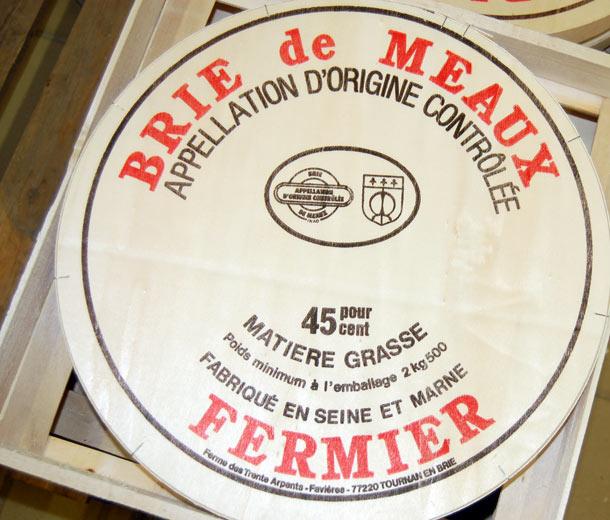 Brie de Meaux in box